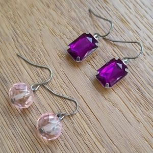 2 pairs of earrings